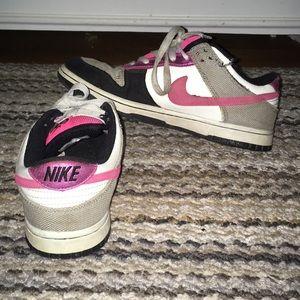 Nikes 6.0 size 7 👟